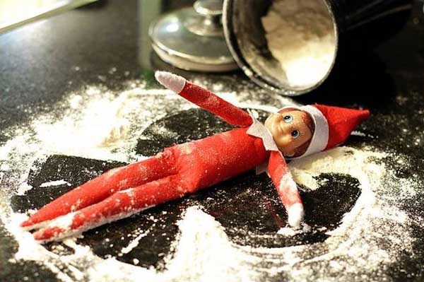 elf-on-the-shelf-snow-play_nlvu3u